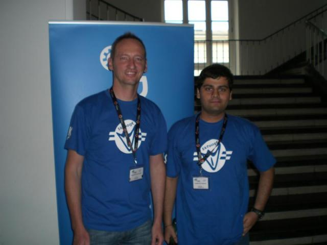 Stéphane and Siddharth with the Skrooge T-Shirt
